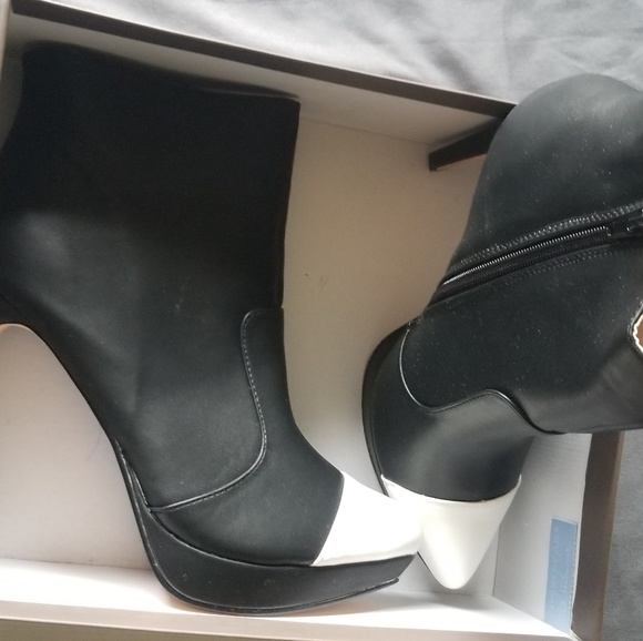 60494e8e3ea3a Shoe Dazzle Shoes | Kareen 95 Shoedazzle Black White Bootie | Poshmark